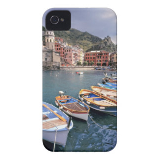 Europa, Italia, Vernazza. Barcos brillantemente pi Case-Mate iPhone 4 Funda