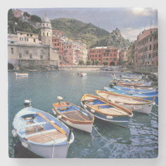 Europa, Italia, Vernazza. Barcos brillantemente pi Posavasos De Piedra