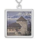 Europa, Liechtenstein, Vaduz. Castillo de Vaduz, Collar Personalizado