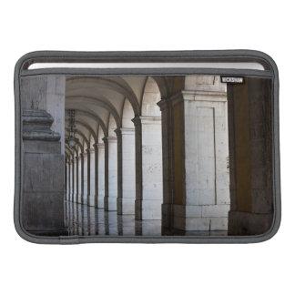 Europa, Portugal, Lisboa. Columnas de la arcada Funda MacBook
