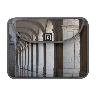 Europa, Portugal, Lisboa. Columnas de la arcada Fundas Macbook Pro