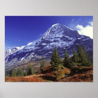 Europa, Suiza, Eiger. Los colores de la caída abun Póster