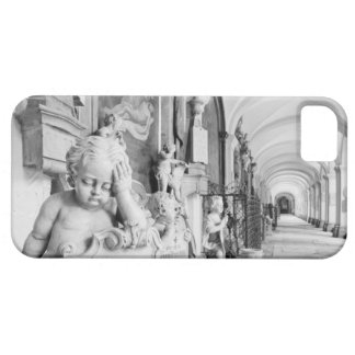 Europe, Austria, Salzburg. Cherub and monument iPhone SE/5/5s Case