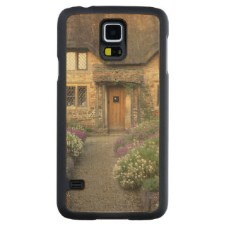 Europe, England, Chippenham. Early morning light Carved Maple Galaxy S5 Case