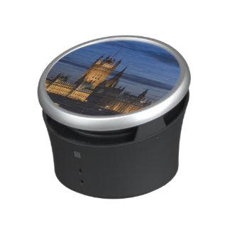 Europe, ENGLAND, London: Houses of Parliament / Bluetooth Speaker