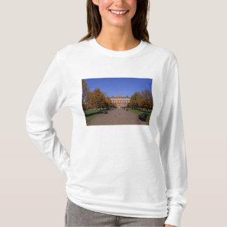 Europe, England, London. Kensington Palace in T-Shirt