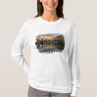 Europe, France, Provence, Gard; Pont du Gard, T-Shirt
