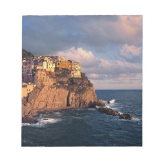 Europe, Italy, Manarola. The cliff-nestled Scratch Pad