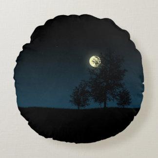 Evening full moon round pillow