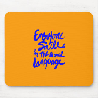 EVERYONE SMILES IN THE SAME LANGUAGE HAPPY POSITIV MOUSE PAD