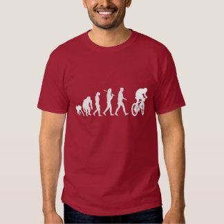 Evolución biking de las fans de la montaña de la playera