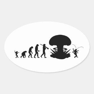 Evolución del hombre - subida de la cucaracha calcomania óval