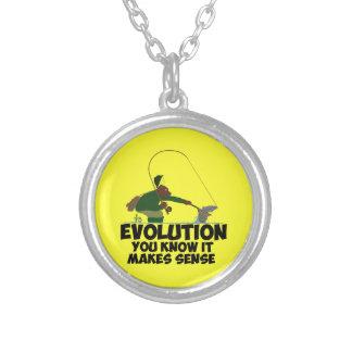 Evolución divertida collar plateado