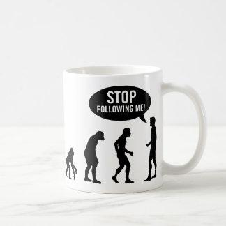 ¡evolución - pare el seguir de mí! taza básica blanca