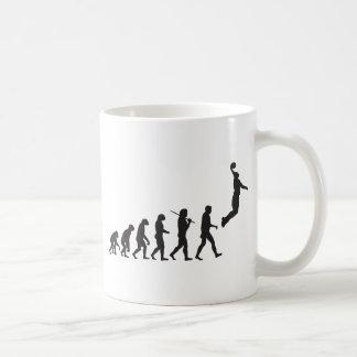 Evolución - salto del baloncesto taza de café