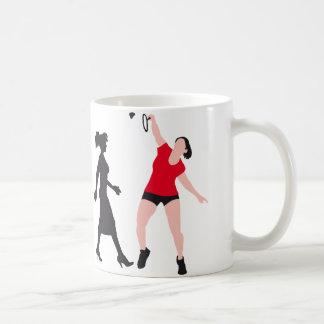evolution female badminton player taza de café