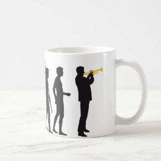 evolution trumpet player tee tasse