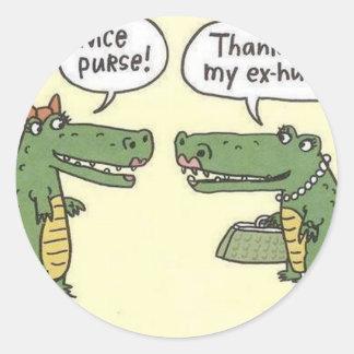 Ex monedero divertido del cocodrilo del marido pegatina redonda