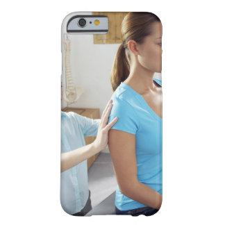 Examen de la quiropráctica de la espina dorsal funda barely there iPhone 6