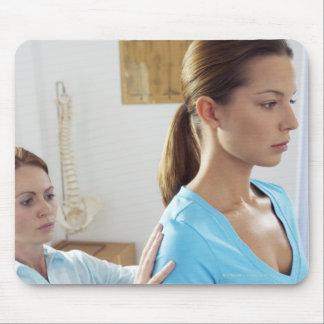 Examen de la quiropráctica de la espina dorsal tapetes de ratones