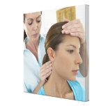 Examen de la quiropráctica del cuello. impresión en lienzo