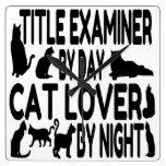 Examinador del título del amante del gato reloj de pared