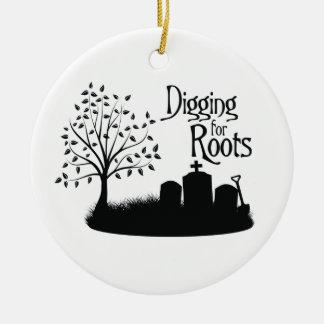 Excavación para las raíces ornamentos de navidad