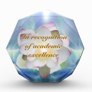 Excelencia del academic del loto blanco