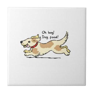 Excitado para el ejemplo del perro casero de la teja  ceramica