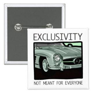 Exclusividad y riqueza - coche viejo de la obra pin cuadrado
