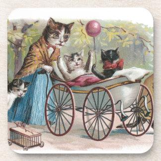 Excursión de la familia de gato posavasos de bebida