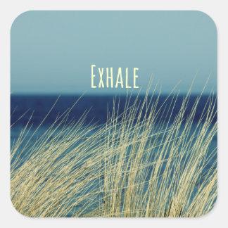 Exhale la escena del océano que calma pegatina cuadrada