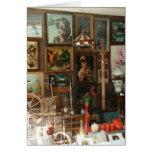 Exhibición de la ventana de tienda antigua felicitaciones