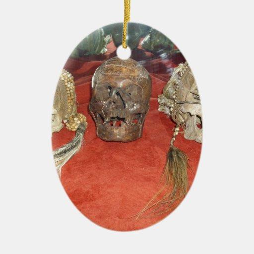 Exhibición encogida del vudú de las cabezas adorno navideño ovalado de cerámica