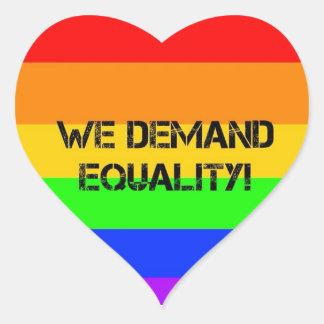¡Exigimos igualdad! Pegatina En Forma De Corazón