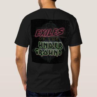Exilios del logotipo subterráneo en la camiseta poleras