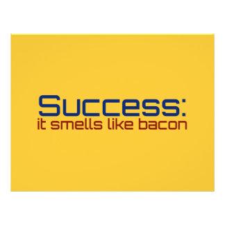 """Éxito: Huele como el tocino Folleto 8.5"""" X 11"""""""