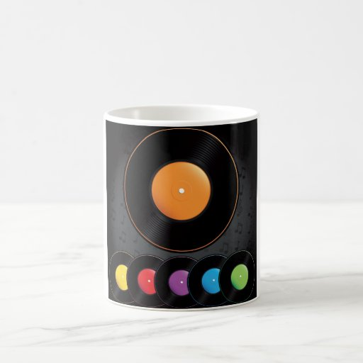 Expedientes de la placa giratoria en colores vivos taza clásica