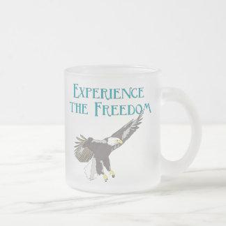 Experimente la libertad tazas de café