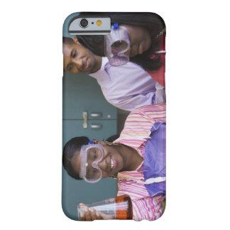 Experimento de examen del adolescente africano funda de iPhone 6 barely there