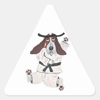 Experto de la correa negra de Basset Hound Pegatina Triangular