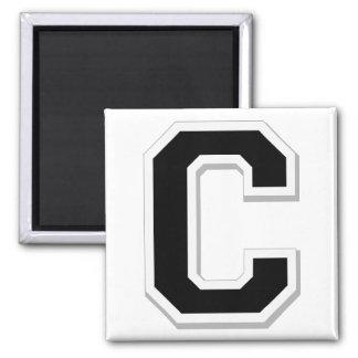 Expliqúelo la letra inicial C en imán negro