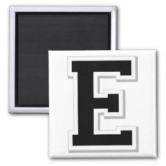 Expliqúelo la letra inicial E en imán negro