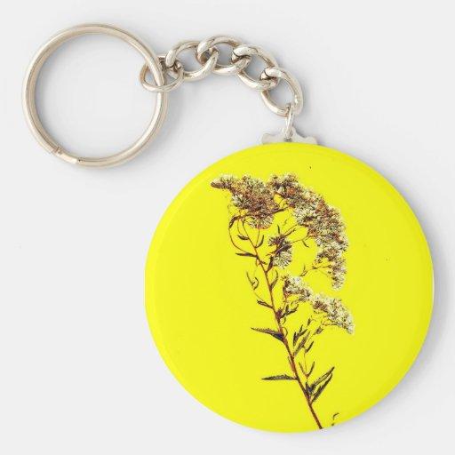 Exploración de un fondo amarillo del wildflower w  llavero