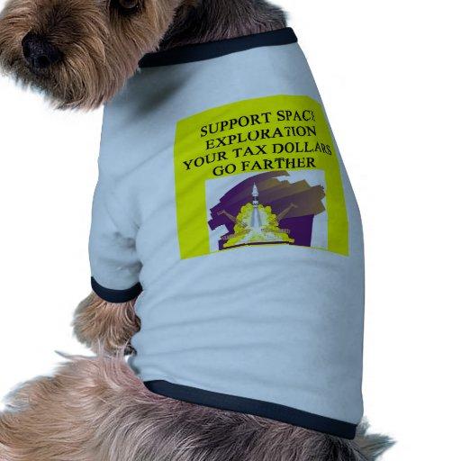 exploración espacial de la ayuda camiseta de perro