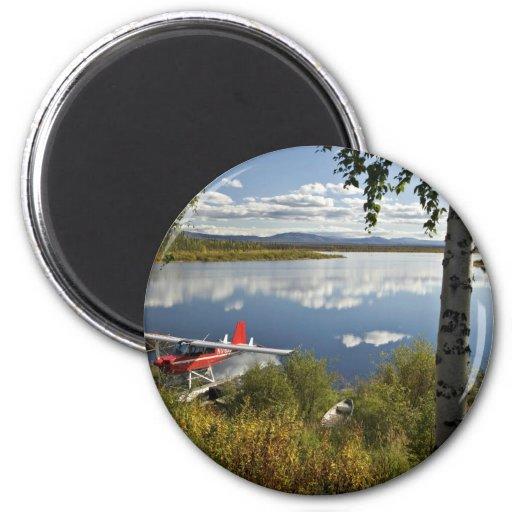 Explorador en el lago Kanuti Imán