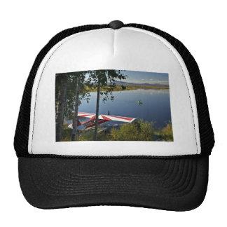 Explorador y canoa del lago Kanuti Gorro