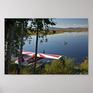 Explorador y canoa del lago Kanuti Poster