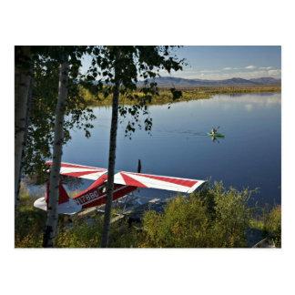 Explorador y canoa del lago Kanuti Tarjetas Postales
