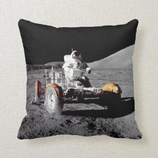 Explorando la luna - vea ambos lados almohadas